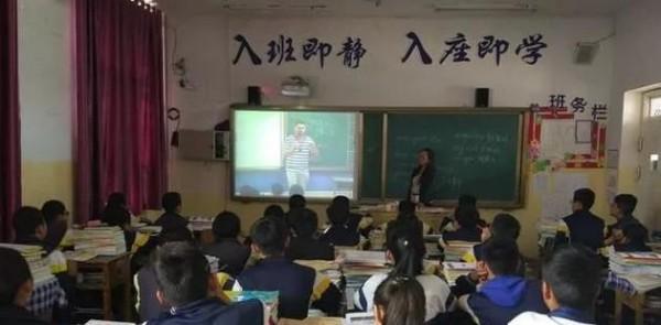 火爆网络据说能改变农村学子命运的屏幕  图片来源:新浪